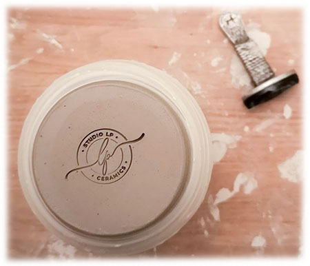 maker's mark or chop for ceramic clays