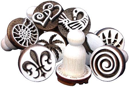Diseños predeterminados de sellos de madera para arcilla
